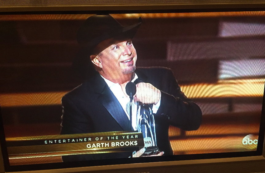 Garth Brooks accepting Entertainer of the year