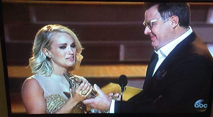 Carrie accepting female vocalist award