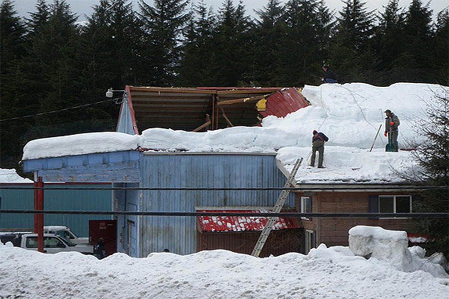 This+photo+represents+that+many+houses+are+collapsing+in+Minnesota%2C+because+of+the+amount+of+snow+that+we+have+had+this+year.