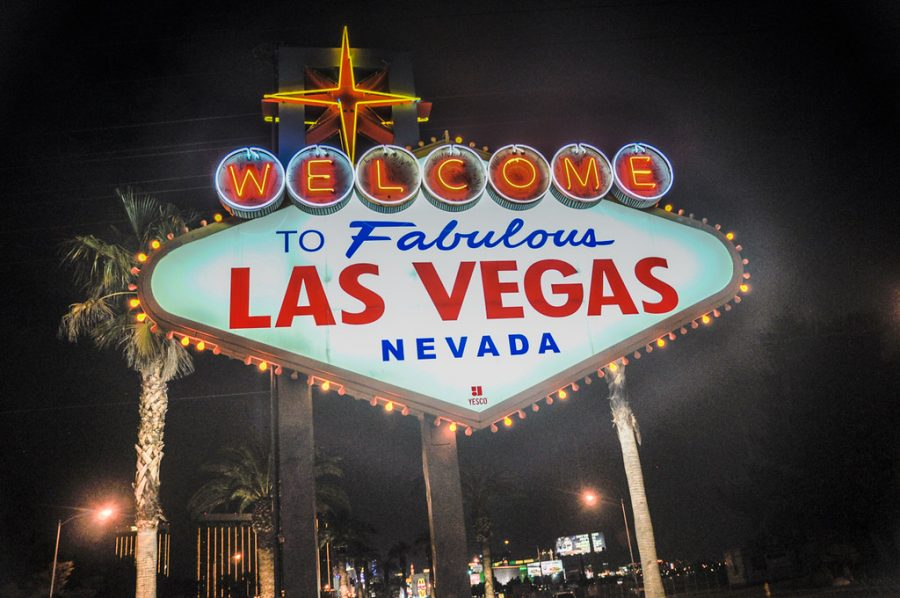 The+famous+sign+that+welcomes+both+tourists+and+citizens+located+on+Las+Vegas+Boulevard+at+the+start+of+the+big+city.+