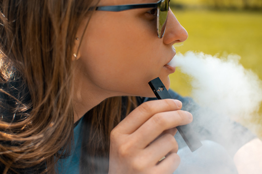 Electronic+cigarettes+heat+nicotine+%28extracted+from+tobacco%29+to+create+an+aerosol+to+inhale.