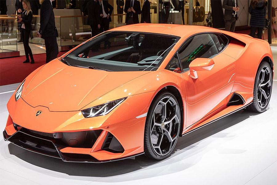 This is what a Lamborghini Hurricane looks like.
