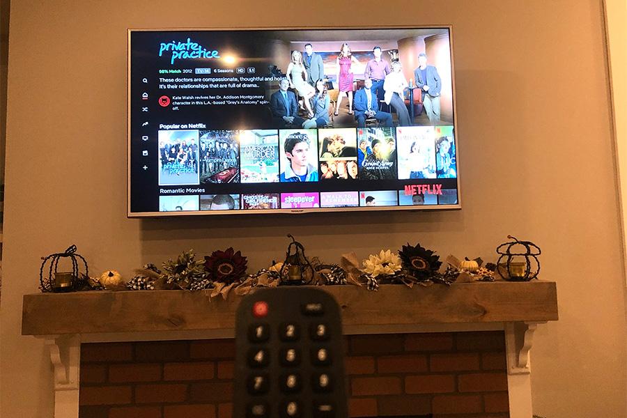 A+perfect+night+of+binge-watching+Netflix+TV+series.